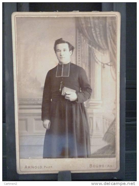 GRANDE PHOTOGRAPHIE CARTONNEE : HOMME D'EGLISE PRETRE EVEQUE CURE A BOURG DANS L'AIN PAR ARNOLD PHOTOGRAPHE RELIGION - Photos