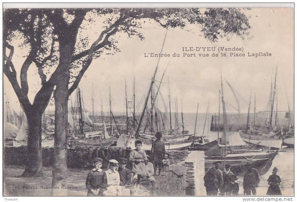 ¤¤  -   ILE D´YEU   -  L'Entrée Du Port Vue De La Place Lapilaie  -  Bateaux De Pêches  -  ¤¤ - Ile D'Yeu