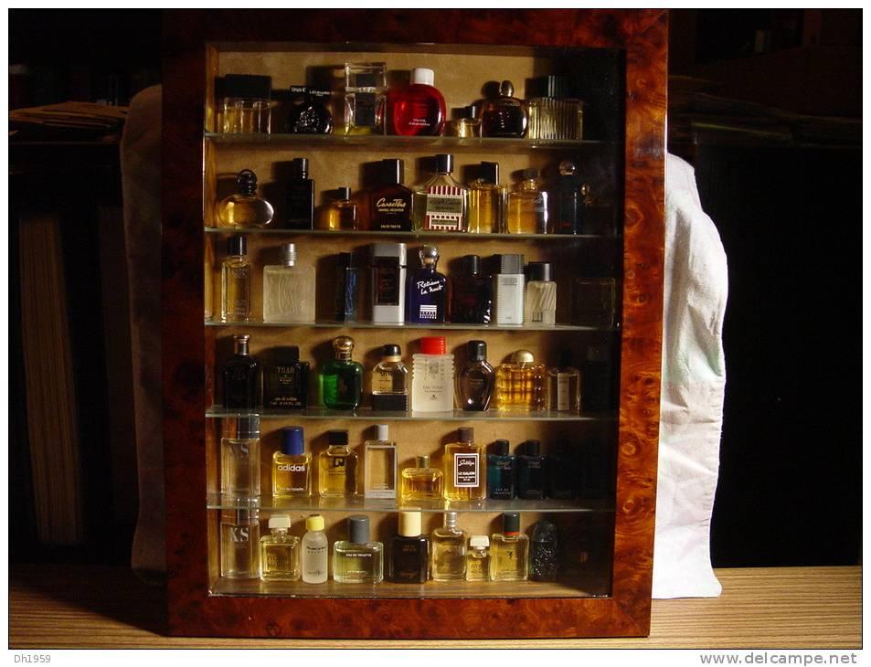 collection de 55 miniatures parfum dans belle vitrine 36 photos. Black Bedroom Furniture Sets. Home Design Ideas