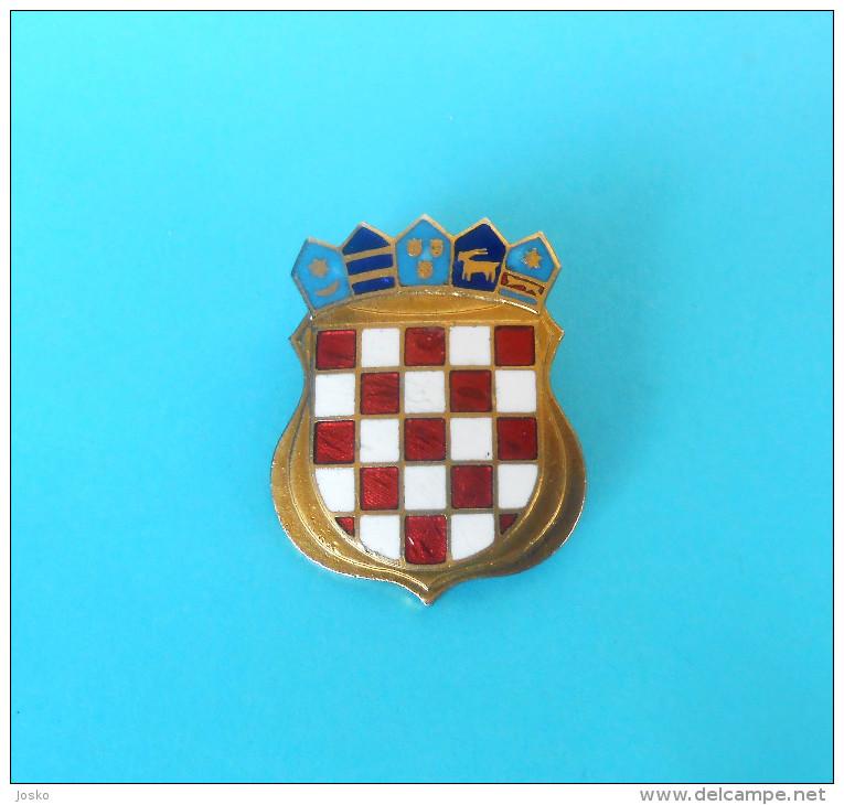 CROATIA ARMY - Large Enamel Official Cap Badge IKOM * L´armée Croate Esercito Croato Ejército Croata Kroatischen Armee - Heer