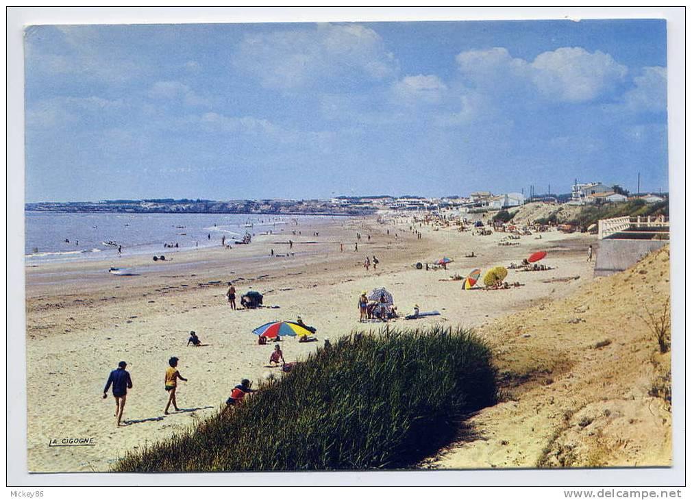 BRETIGNOLLES SUR MER ---datée 1969-- La Plage (animée)  -cpsm 10 X 15  N° 85 035 01 éd La Cigogne - Bretignolles Sur Mer