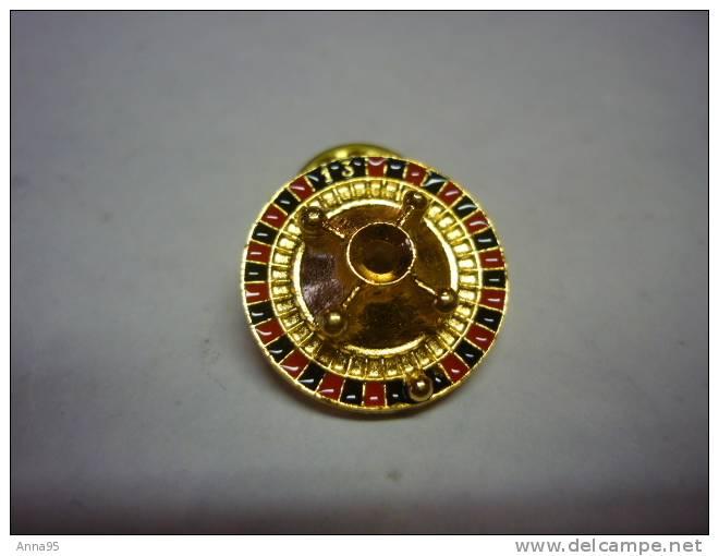 1 PIN'S ROULETTE DE CASINO - Pin's