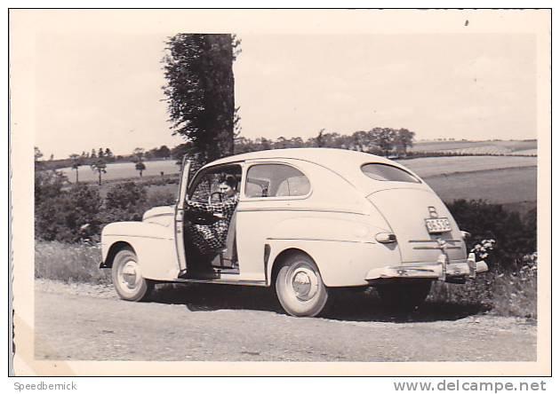 21018- 6 Photos Originales  6x9cm Femme Sans Doute Belge Belgique Vers 1950 -vieille Voiture - Automobiles