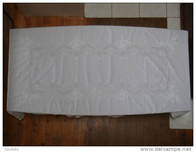 belle nappe blanche brod e coton lin fin 12 serviettes neuve voir photos. Black Bedroom Furniture Sets. Home Design Ideas