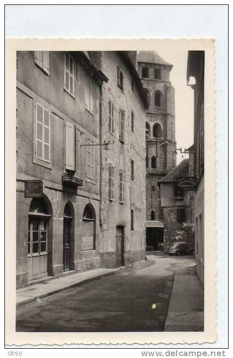 PHOTO  -  BEAULIEU Sur DORDOGNE  (19)  L' EGLISE , Rue Avec Cordonnier, Photo  Et Coiffeur (J. Bouyssou)  4 CV. - Lugares