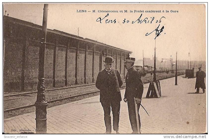 CPA Lens  M Clémenceau Et M Le Préfet Confèrent à La Gare 62 Pas De Calais - Lens