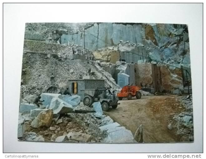 Cave Di Marmo Camion Lavoratori In Azione Alpi Apuane Toscana Italy - Mijnen