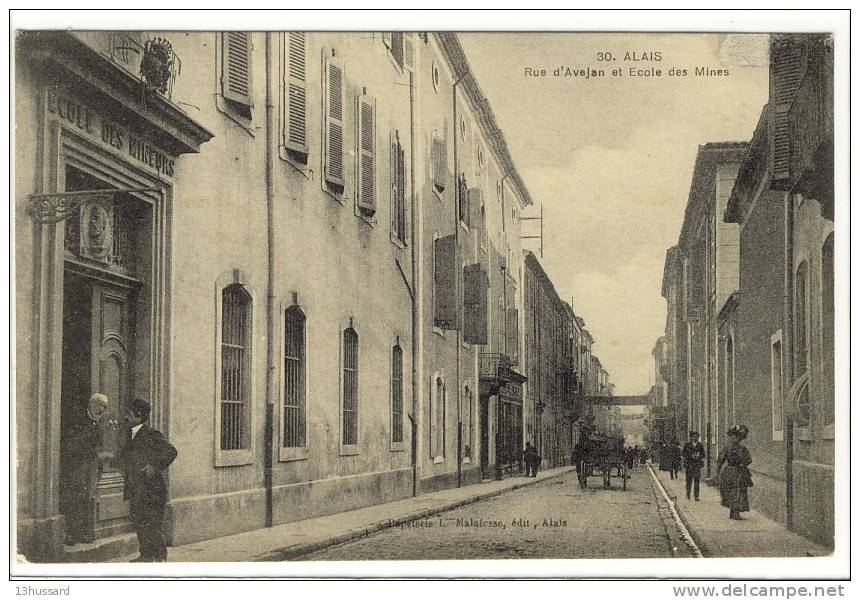 Carte Postale Ancienne Alais (Alès) - Rue D'Avejan Et Ecole Des Mines - Alès