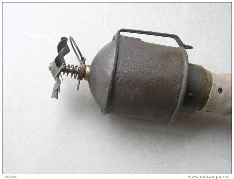 Rare Grenade à Manche Française P2  Modèle 1915 (Inerte Et Neutralisée) - Armes Neutralisées