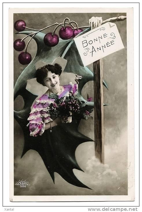Portrait élégante Jeune Fille - Surréalisme Feuille De Houx Porte-bonheur - Bonne Année - Colorisée - Ecrite - Nouvel An