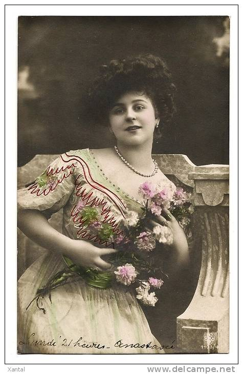 Portrait Belle Jeune Femme Collier De Perles & Oeillets - Carte Colorisée Détails Peints Main -  Ecrite & Timbrée 1908 - Femmes
