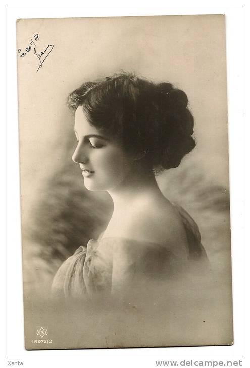 Portrait Très Belle Jeune Femme Au Chignon Glamour - Joli Décolleté Dos - Carte écrite Circa 1918 - Femmes