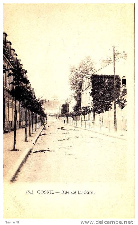 58 Cpa COSNE COURS SUR LOIRE  RUE DE LA GARE - Cosne Cours Sur Loire