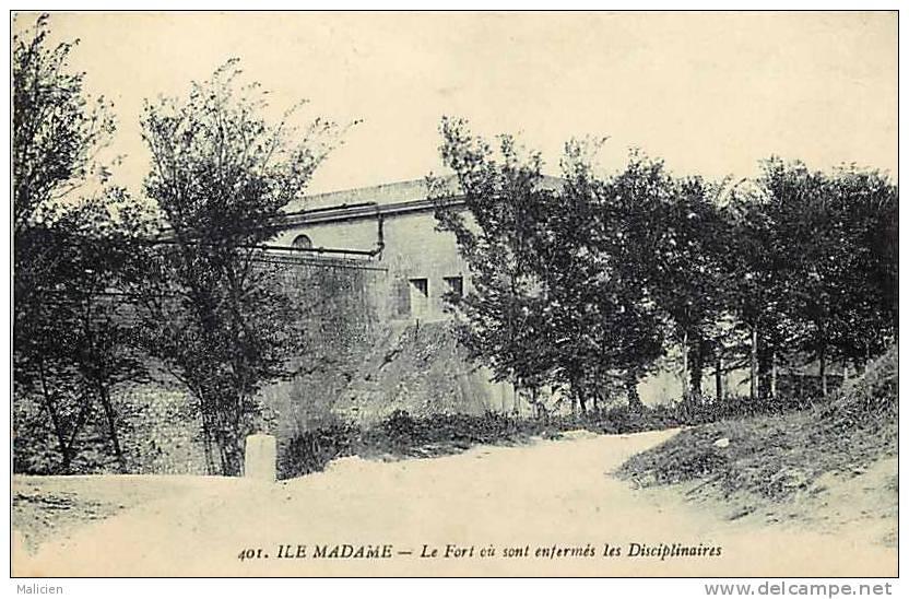 Charente Maritime - Port Des Barques -ref E661-l Ile Madame -le Fort Ou Sont Enfermes Les Disciplinaires  - - Autres Communes