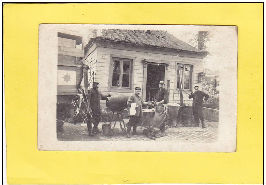 CPA Photo - 60 -  LIANCOURT - Popotte Des Sous Officiers - Campagne 1914-1915 - Mise En Perce Du Tonneau - Liancourt