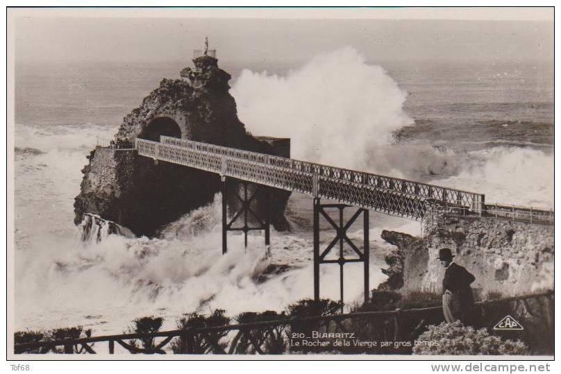 Biarritz Le Rocher De La Vierge Par Gros Temps - Biarritz