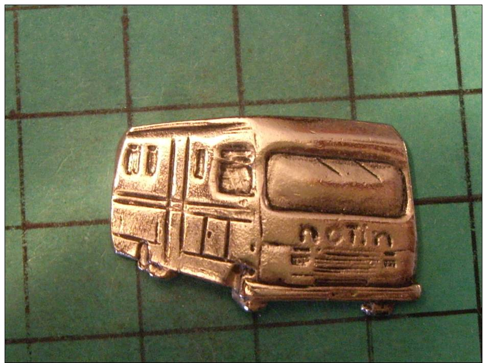 (asp09)  Pin´s Pins / THEME :  TRANSPORTS /  Pin's Artisanal ? CAMPING-CAR NOTIN   / Marquage Au Dos : --------    Le Ca - Transports