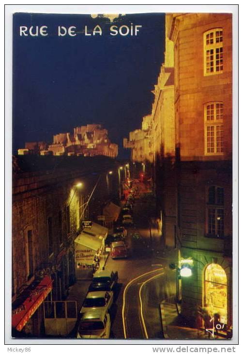 St MALO--Rue Jacques Cartier ,la Nuit--(rue De La Soif)-voitures ,cpm 7749  éd Le Doaré-- - Saint Malo