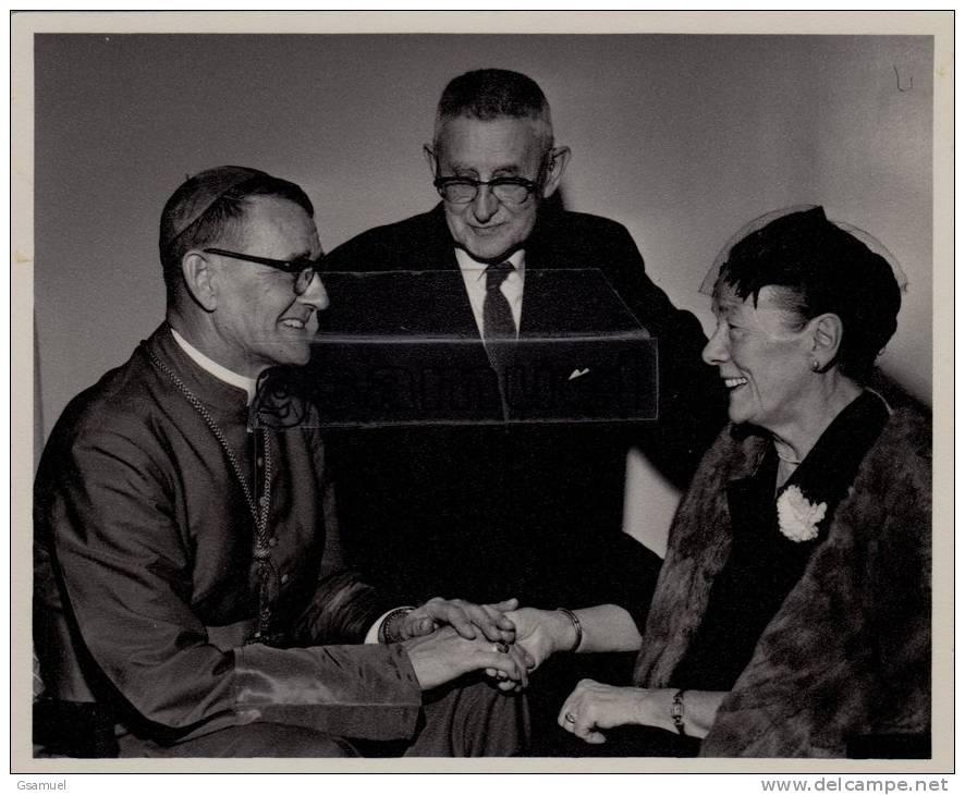 Missionnaire - Christianisme - Monseigneur Delisle Avec Son Papa Et Sa Maman - Photographie Originale C. MARCIL. - Christianisme