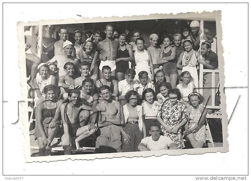 Pornichet (44) : GP Le Club Mickey Au Complet à La Barraque De Réception En 1937 (animée) PHOTO RARE. - Lieux