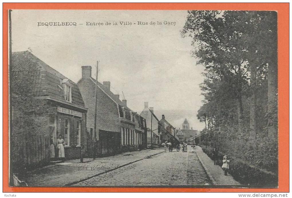 T009, Esquelbecq, Entrée De La Ville, Rue De La Gare, Au Bois De Boulogne, Calèche, Animée, Circulée 1919 - Francia