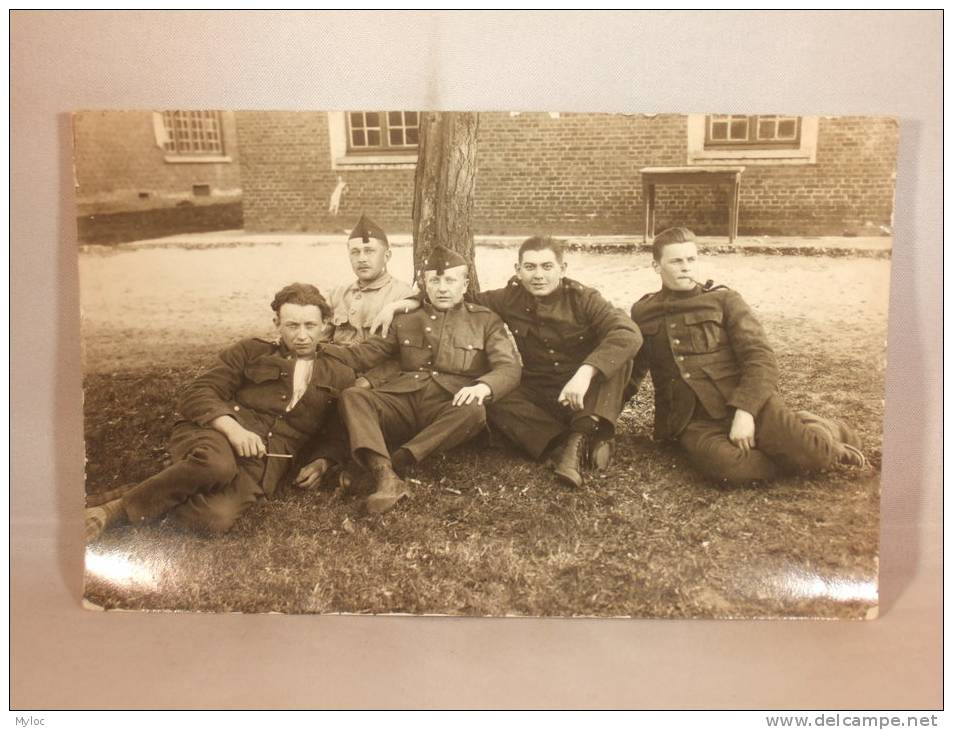 Photo Carte. Militaires Au Repos. - Krieg, Militär