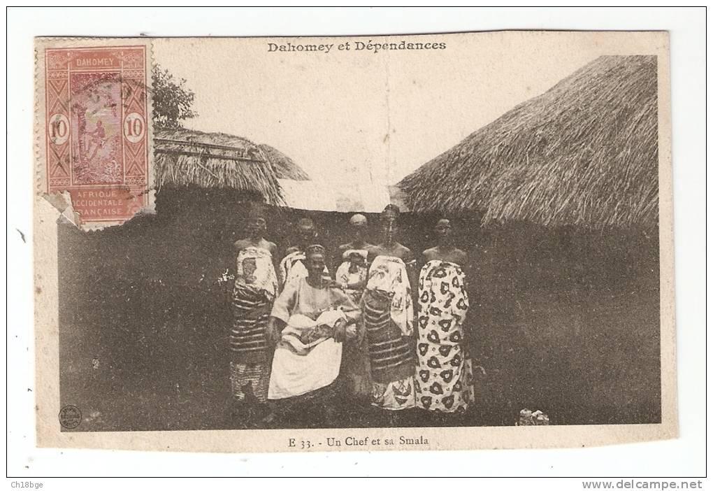 CPA : Benin Ex Dahomey : Un Chef Et Sa Smala : Homme, Femmes, Enfants En Costumes Traditionnels - Benin