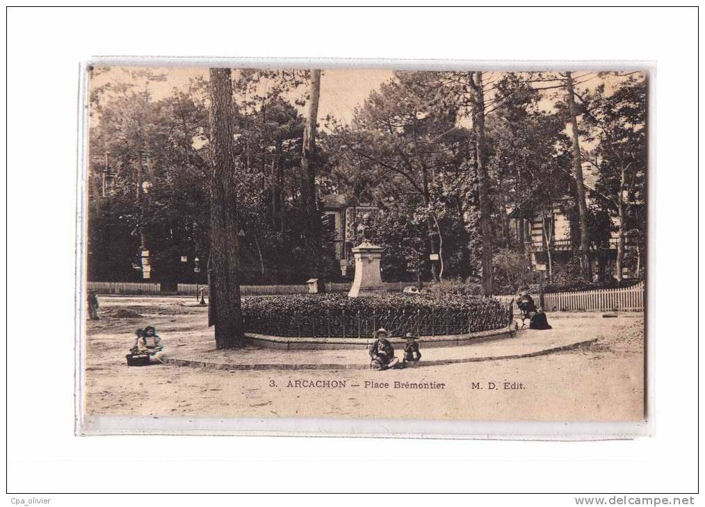 33 ARCACHON Place Brémontier, Animée, Ed MD 3, Dos 1900 - Arcachon