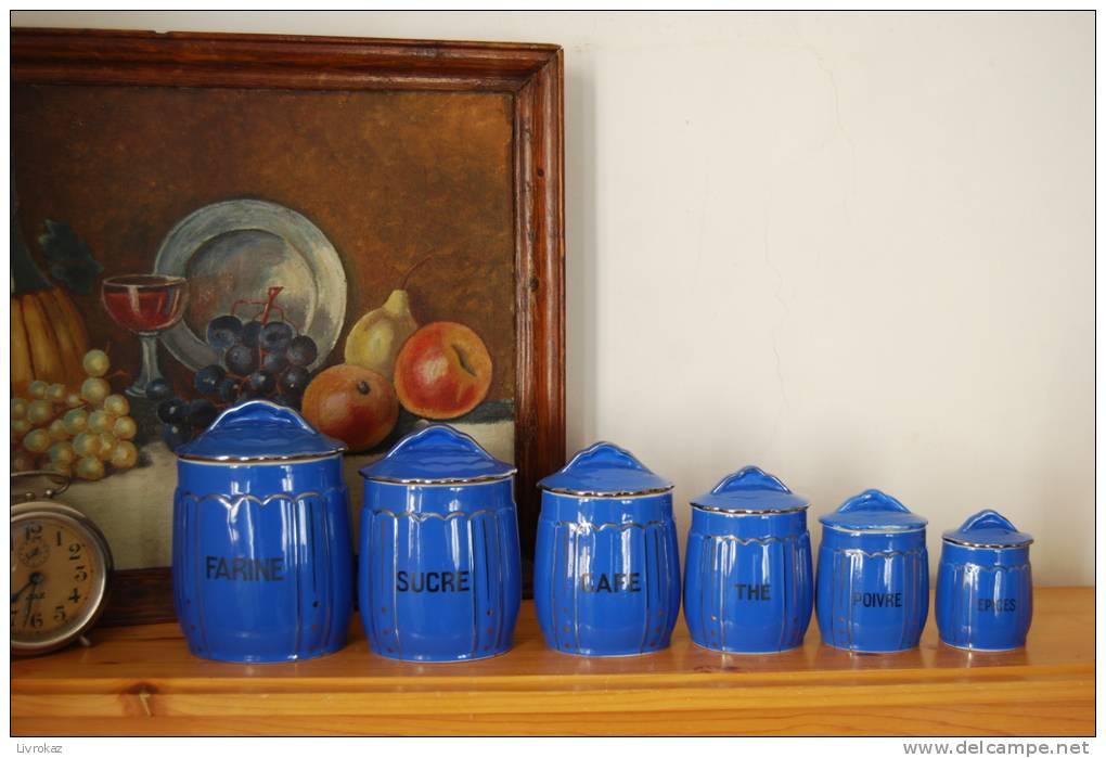 s rie de 6 anciens pots de chemin e fa ence bleue farine sucre caf th poivre epices. Black Bedroom Furniture Sets. Home Design Ideas