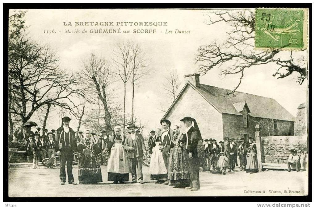 CPA. LA BRETAGNE PITTORESQUE. Mariés De GUÉMENÉ Sur-SCORFF. Les Danses. - Montlucon