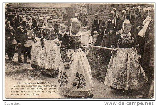 29 - Finistère / Pardon De KERGOAT : Voici Que S'avancent ... Les Jeunes Mariées étincelantes D'or Et D'argent ... - Autres Communes