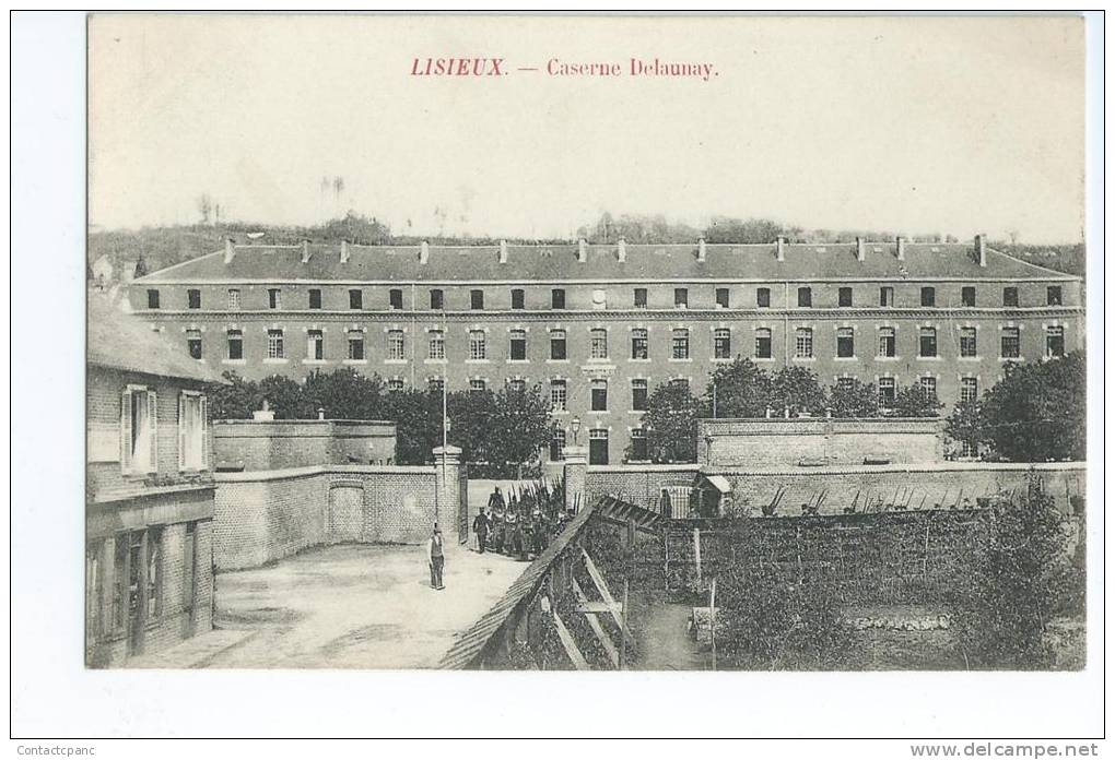 LISIEUX ( 14 )  -  Caserne Delaunay - Barracks
