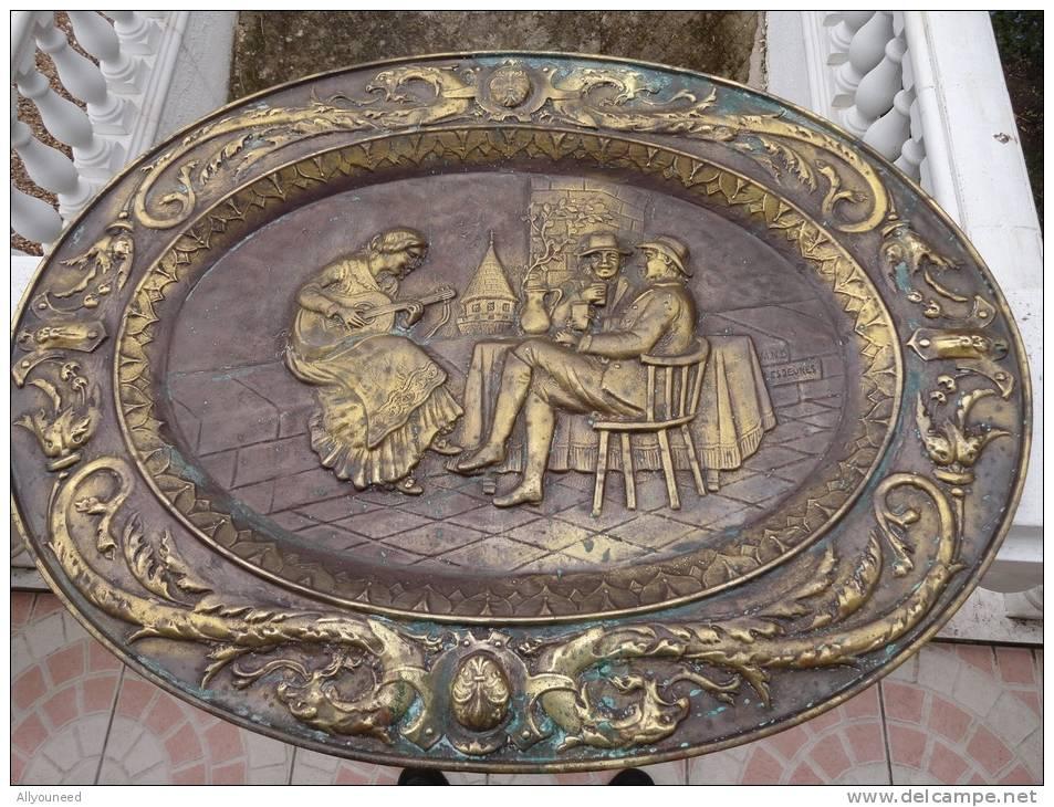 ANCIEN RELIEF CUIVRE REPOUSSE - SCENE DE TAVERNE - Rame