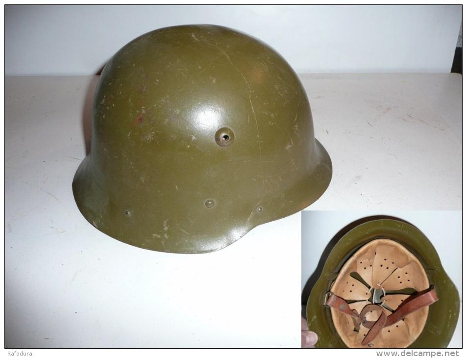 Casque Bulgare De La Seconde Guerre ( WW2 ) - Casques & Coiffures