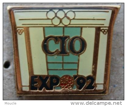 CIO EXPO 92 - ANNEAUX OLYMPIQUES - COMITE INTERNATIONAL OLYMPIQUE -  (GRENAT) - Jeux Olympiques