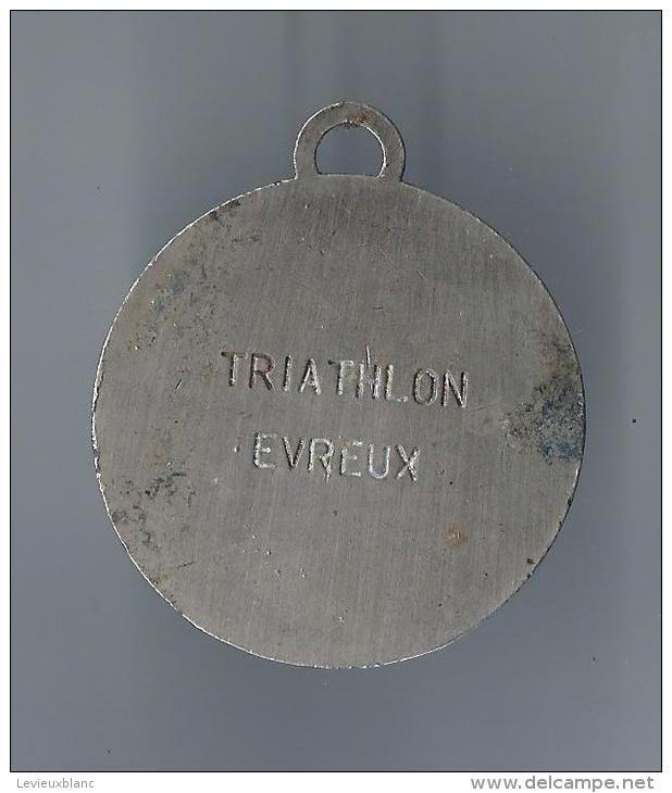 Médaille /Triathlon/ Vélo-Nage-Course/ EVREUX/ Eure / Vers 1970       SPO33 - Athlétisme