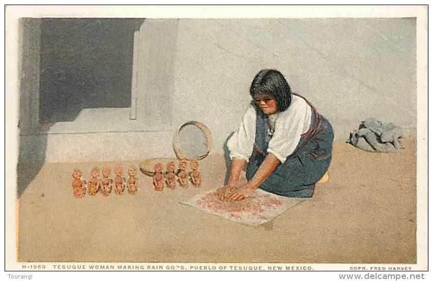 Mai13 814 : Pueblo Of Tesuque  -  Tesuque Woman Making Rain Gods - Etats-Unis