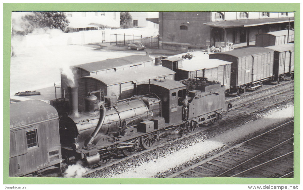VALENCIA, 1963 : Train En Gare, RENFE. 2 Scans. Photo Dahlstrom - Trains