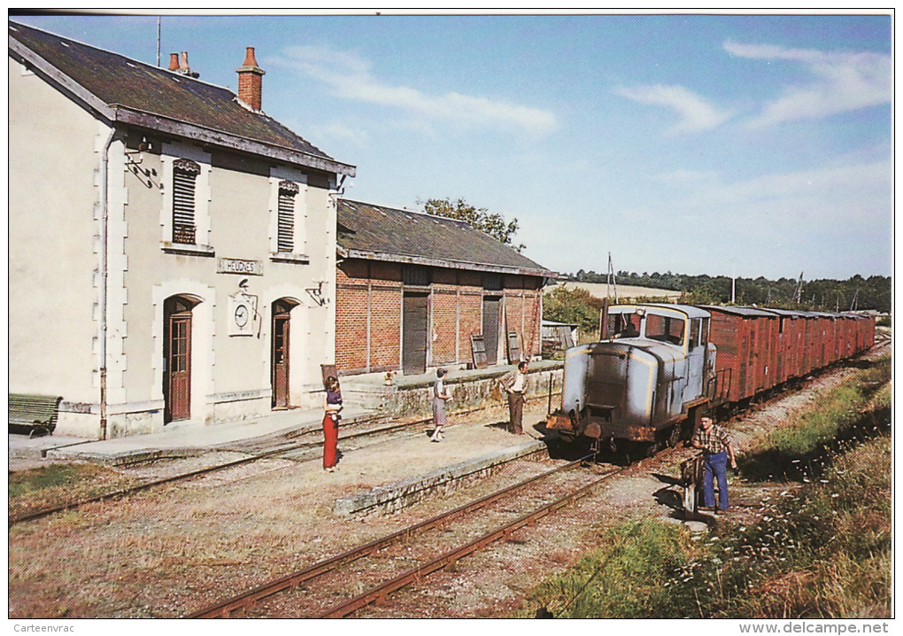 CF 118 En Gare D'HEUGNES Train De Marchandise En Septembre 1980 - Autres Communes