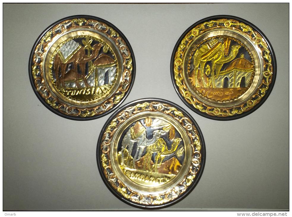 Alt307 Piatto In Metallo Decorato Battuto, Tunisia, Hammamet, Souvenir, Cammello, Moschea, Bronzo Rame - Art Africain