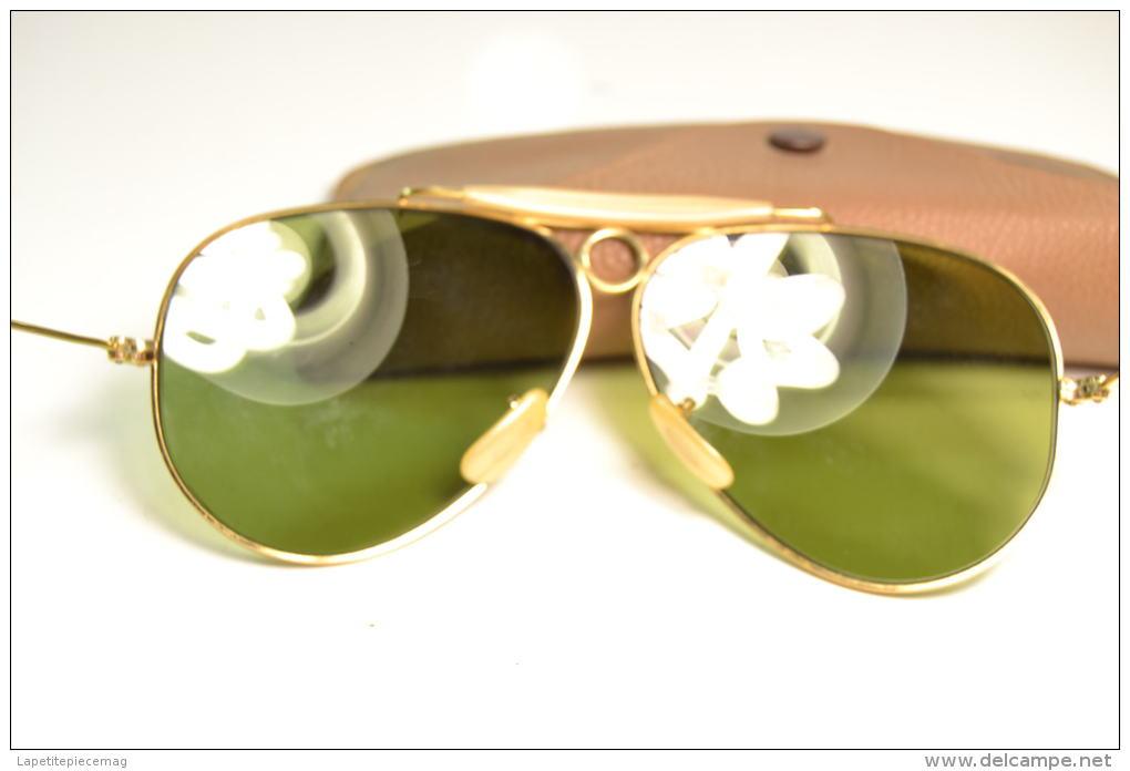Paire de lunettes de soleil aviateur ray ban aviator for Lunettes de soleil ray ban aviator miroir