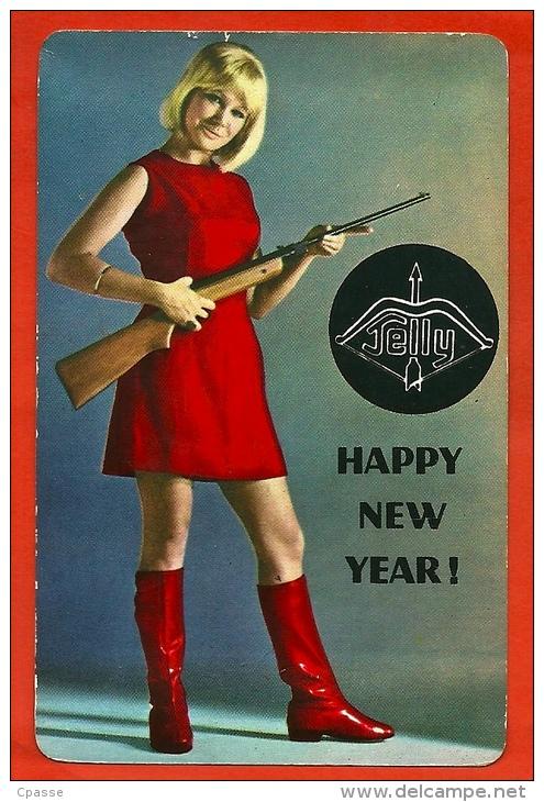 petit calendrier publicitaire 1970 femme au fusil mode erotique bottes sexy pin up arme pub. Black Bedroom Furniture Sets. Home Design Ideas