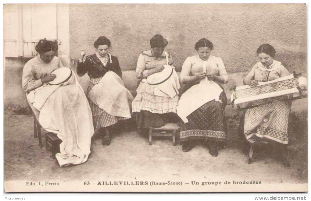 AILLEVILLERS - Un Groupe De Brodeuses - Autres Communes