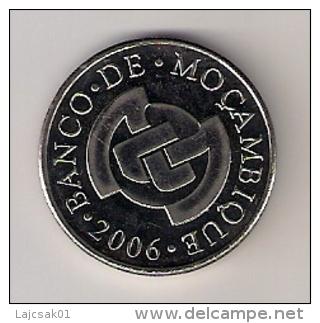 MOZAMBIQUE 5 METICAIS  2006. UNC - Mozambique