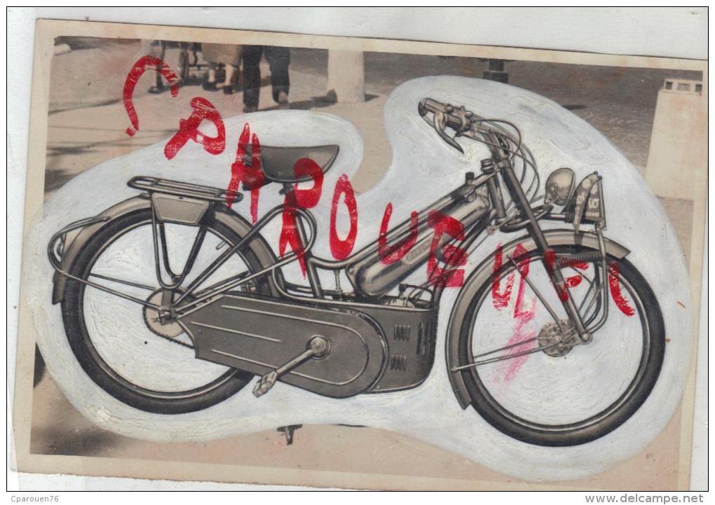 Photo Ancienne  Cyclomoteur Baby Moto  Origine Du Cliché Archives Anciennes  D Une Revue à Identifier - Sports