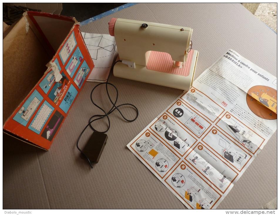 Machine à Coudre Jouet GABRIELA Avec Sa Boite Et Notice D´emploi....Ref:  Piko Spielwaren 25/5082 - Other Collections
