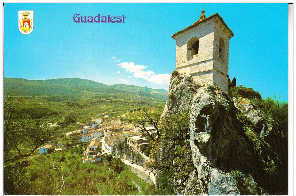 GUADALEST. PINTORESCA VISTA DEL PUEBLO Y LA IGLESIA CIRCULADA  1971SIN  SELLO. AC6 - Alicante