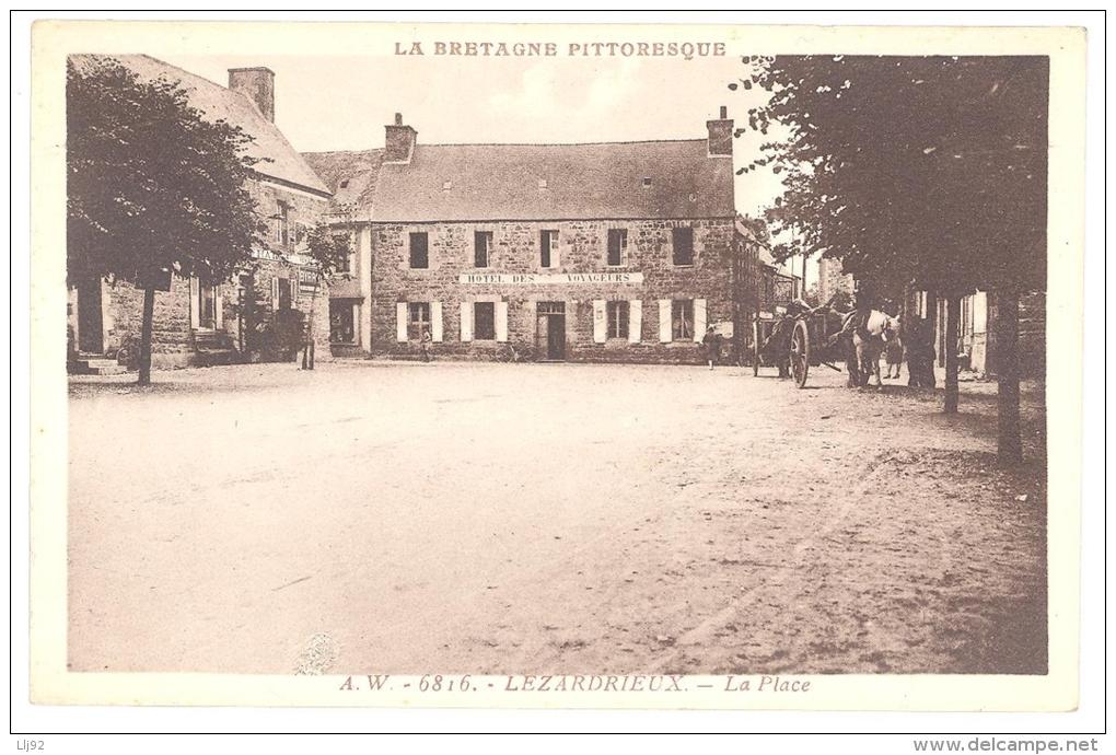 CPA 22 - LEZARDRIEUX (Côte D'Armor) - A. W. - 6816. La Place (Hôtel Des Voyageurs) - France