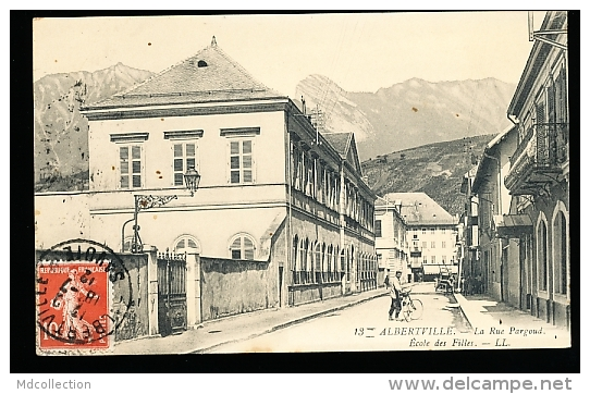 73 ALBERTVILLE / La Rue Pargoud, Ecole Des Filles / - Albertville