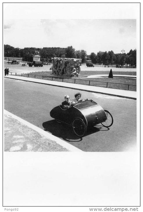 2 Cp Moderne, Le Vélo Dans Tous Ses états, Photographié Par DOISNEAU  (20.16) - Cyclisme